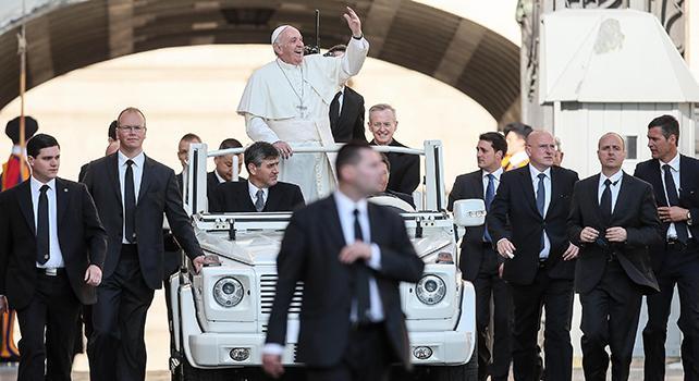Sognare papa wojtyla vestito di bianco